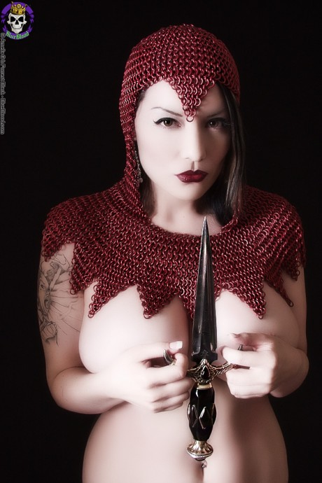 big book g cup pinup babe dahlia dark in medieval armor